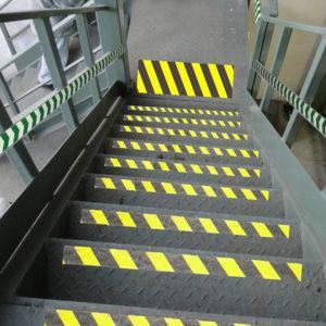 сигнальная разметка на ступенях