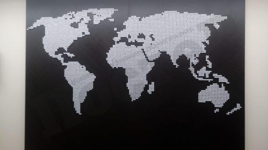 Карта из кусочков оргстекла